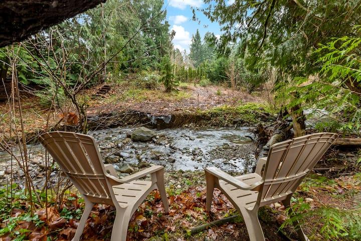 Cozy modern cottage next to a creek, lake, & hike