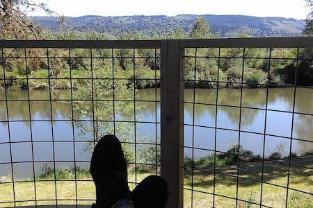 Relaxing Riverfront Cabin - Monroe - Casa