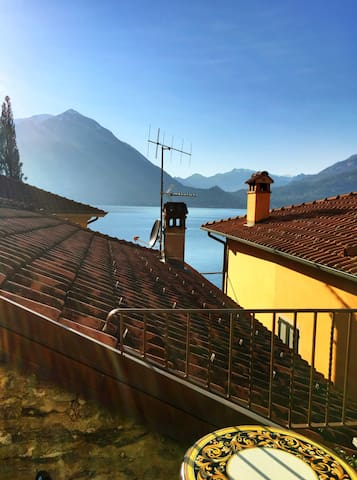 Air-Conditioned w/lake view terrace - Varenna - Bed & Breakfast