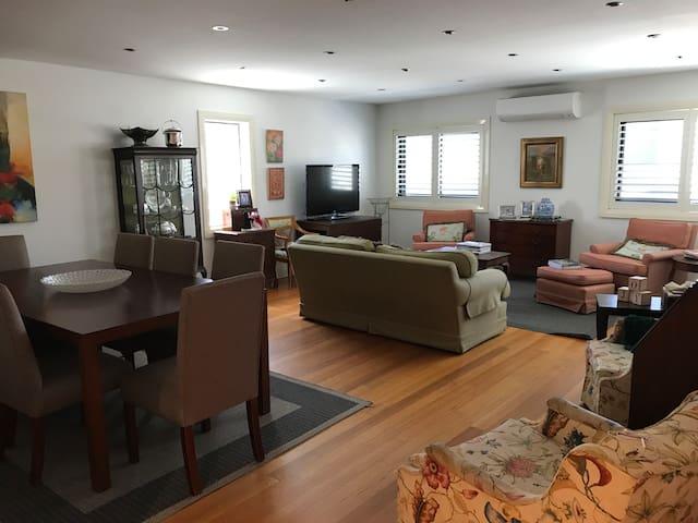 Vaucluse/Bondi/Watson's Bay 3BR Family Apartment