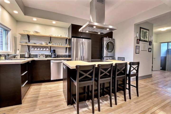 #180 Renovated APT with a Gourmet Kitchen