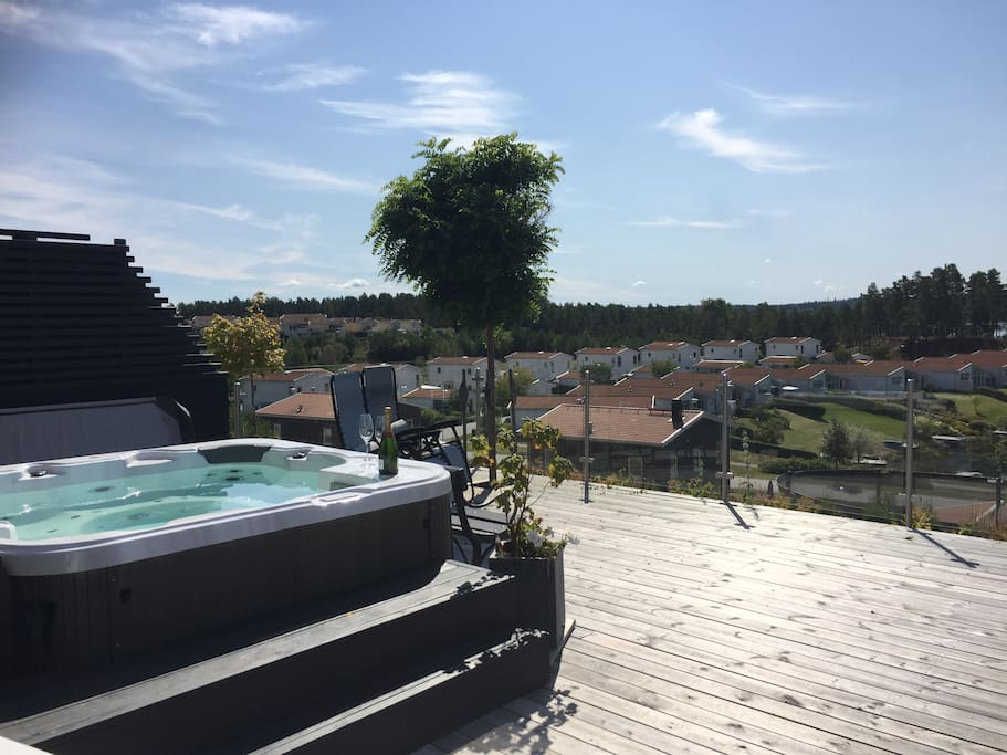 Jacuzzi with 38 C all year around and room for 6 persons