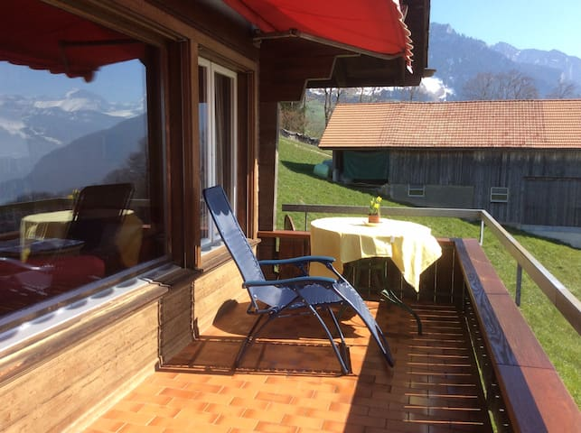 Chalet Lindt - beautiful lake view - Tschingel ob Gunten - Casa