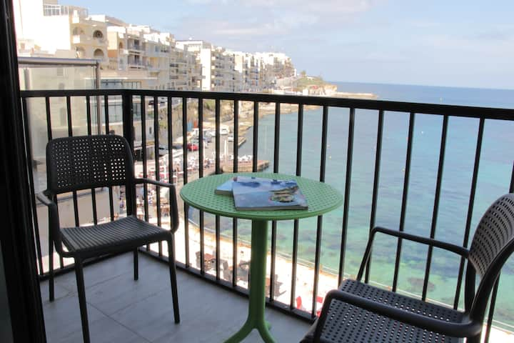 Panoramic Seafront Studio S2 *Airconditioned*