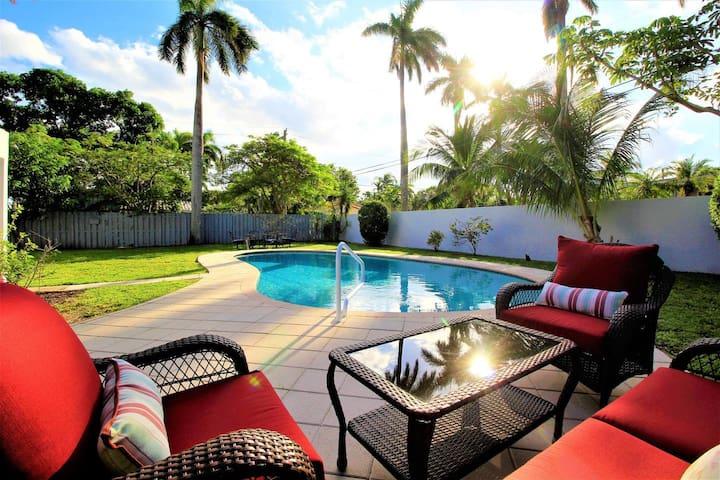 Private Home w/Pool & NEWLY RENOVATED Kitchen- 1.5 mi to Beach, & Las Olas