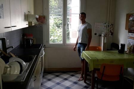 Chambre a proximité du centre - Neuchâtel - Appartement