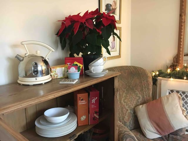 A selection of tea,coffee and breakfast cereals available in the guest sitting room  for you to help yourself to along with plates and cutlery and glasses which you may obviously use as well as what is in the kitchen.