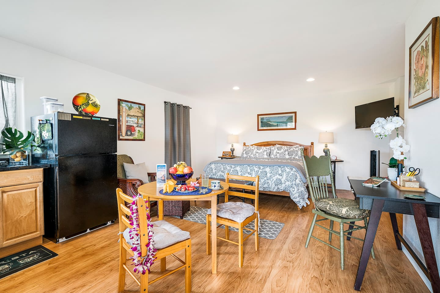 Huge, modern & Cozy --- stocked with all your needs as a guest!