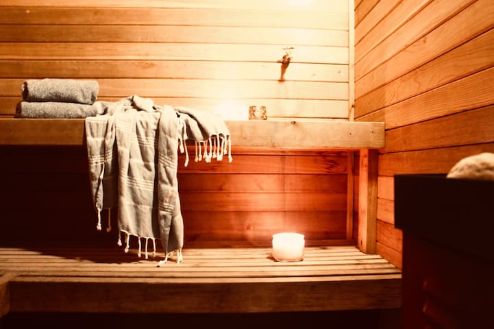 The Zen Den: Suite (and Sauna)- No Cleaning Fees!