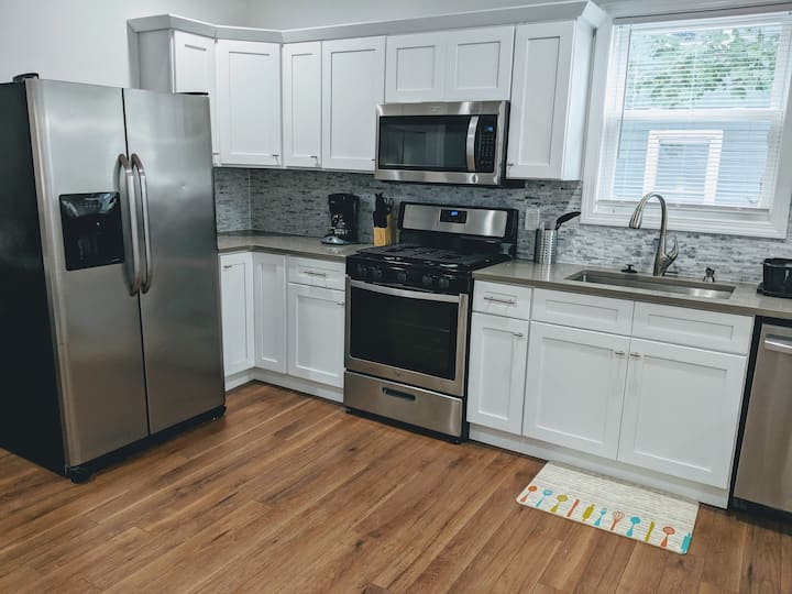 Two beds, Two baths Entire Apt. North Shore