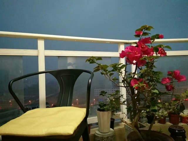 北海七间房 佛系民宿,毗邻高铁站 ,俯视市花公园,空中美墅。
