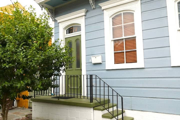 Marigny studio apartment
