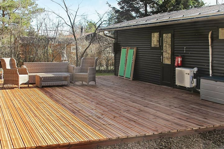 Tranquil Holiday Home in Hals near Beach