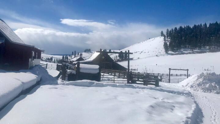 Horse Canyon ranch bunkhouse on 10 acres