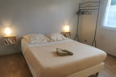 Chambre avec SDB privée dans maison individuelle.