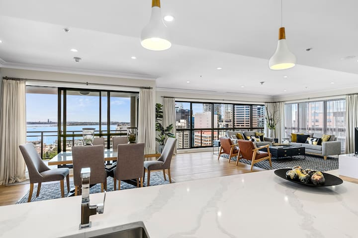 LUXURIOUS 2 BEDROOM PENTHOUSE w/ Pool, Gym, Free Parking