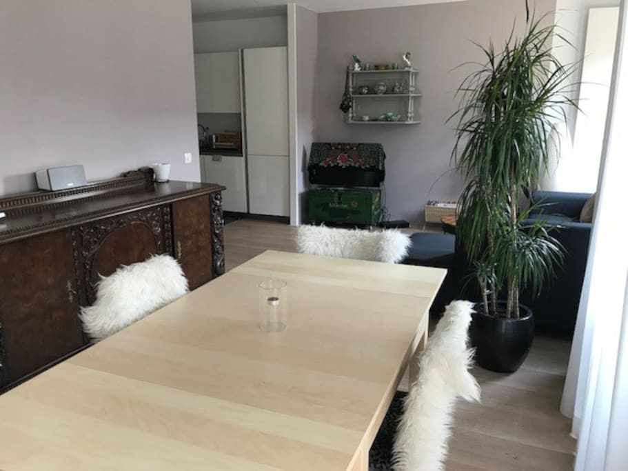 Living room incl. table for 4 people
