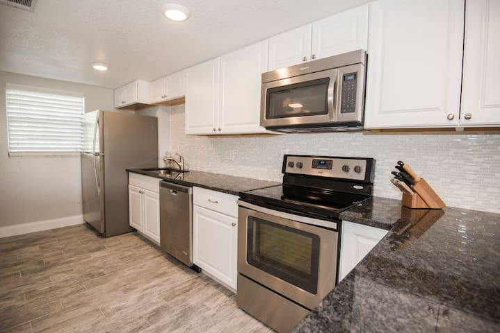 Renovated Beachside Bliss - New Smyrna Beach - Condo