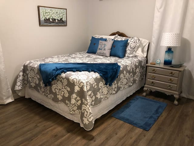 Master Bedroom,  COMFY Queen Mattress,  Quality Linens and TV in room