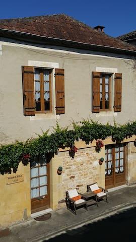 Bastide 1353 - Monpazier - Rumah