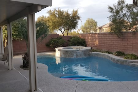Private room in SW Vegas 20 min from Strip - 拉斯维加斯 - 独立屋