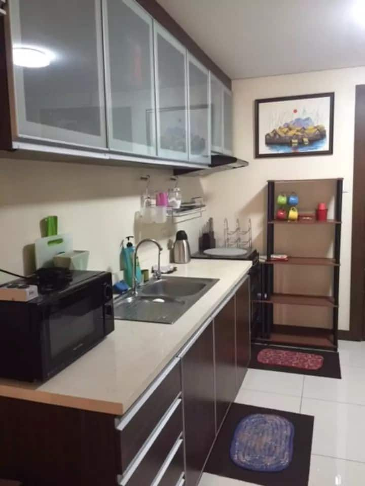 1 bedroom fully furnished condo unit with Internet