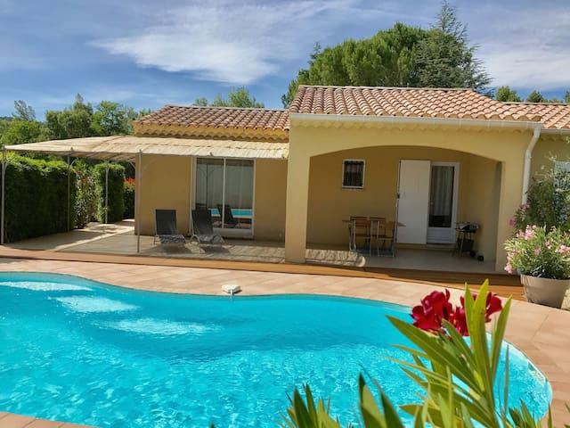 Crestet :Villa climatisée  avec piscine  chauffée