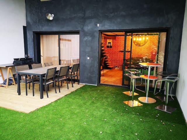T2 Vintage avec Terrasse, Piscine, Jardin au Calme