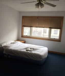 Private bedroom in downtown skokie - Skokie - Wohnung