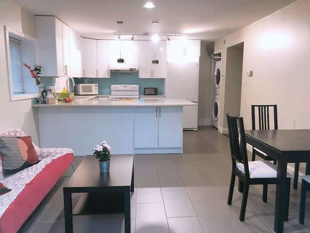Vancouver Cozy two bedrooms suite w/ separate entr