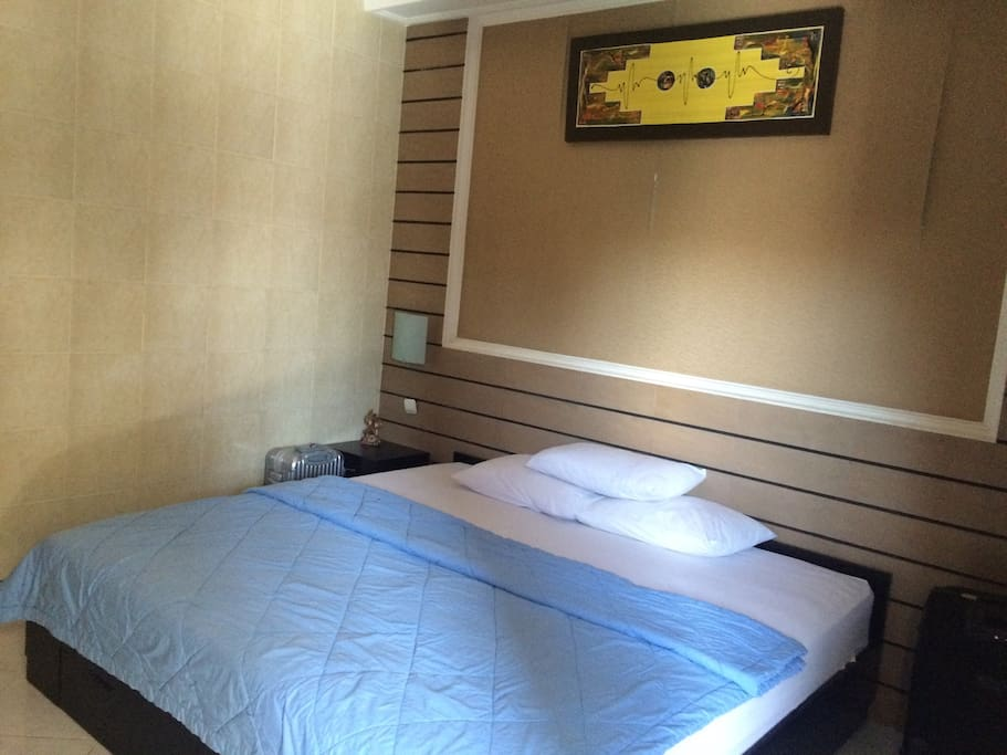 private room with kingsize bed