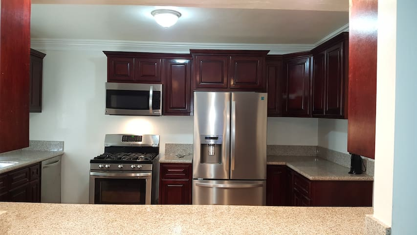 Richard's Morningside Park Airbnb Spacious Clean & Furnished Room.