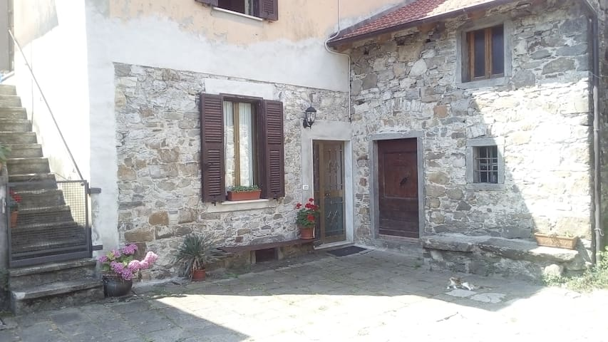Ca Miglietta old farmhouse in Lunigiana , 5 terre