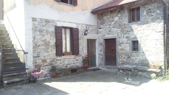 Ca Miglietta old farmhouse in Lunigiana , 5 terre