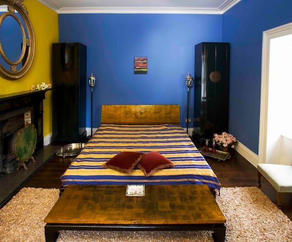Bedroom, super king size bed, tempur mattress