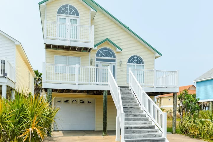 New listing! Coastal getaway w/ spacious layout, easy beach access, & jetted tub