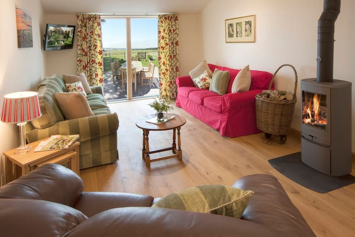 Wallops Wood Cottages - Early Mist (sleeps 8) - Hampshire - Byt