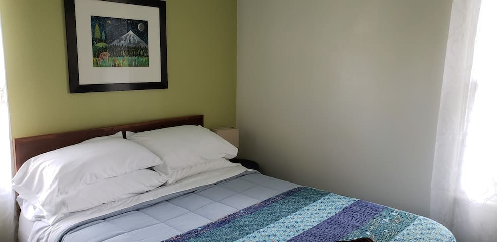 Double bed in Blue Room