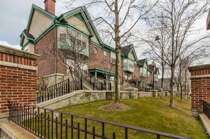 Townhome in the heart of Downtown/District Detroit