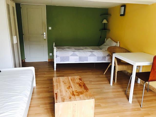 Chambre tel un studio indépendant - Fronsac - House