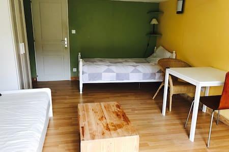 Chambre tel un studio indépendant - Fronsac - Casa