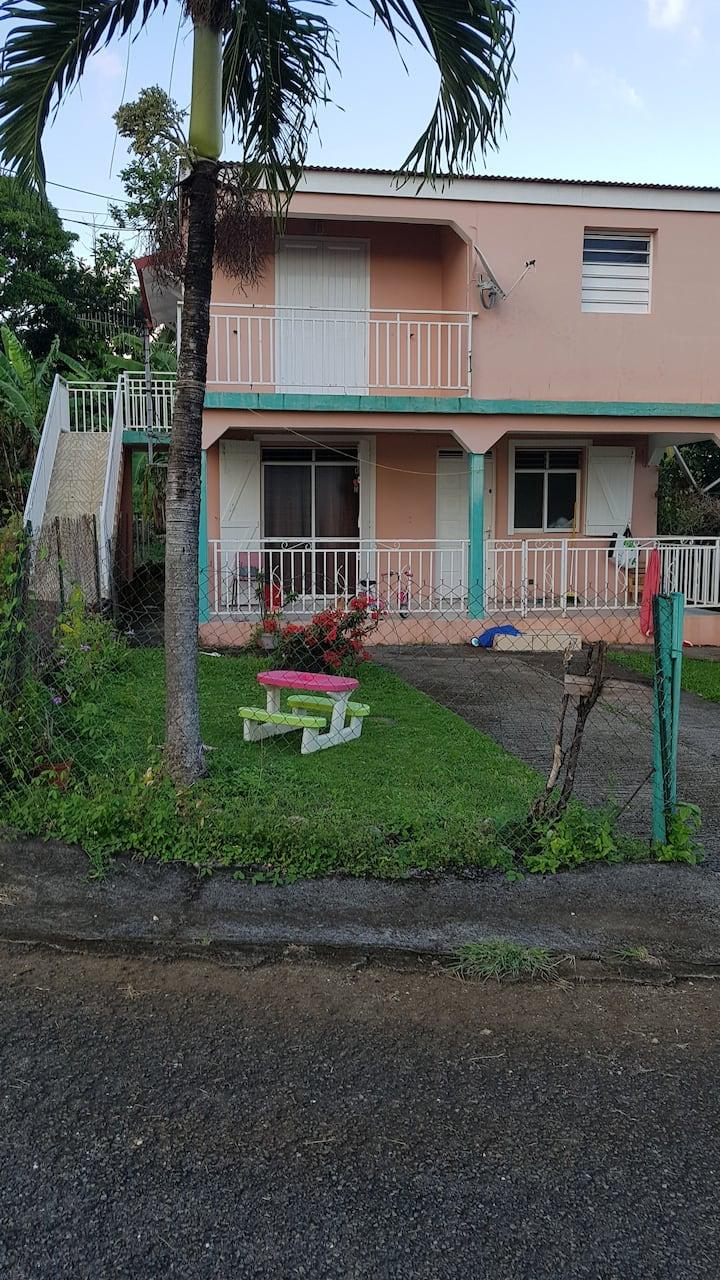Capesterre Belle Eau: Haut de maison avec terrasse