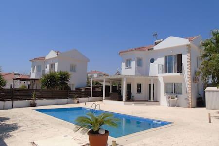 Villa Margarita - Agia Thekla - Σπίτι