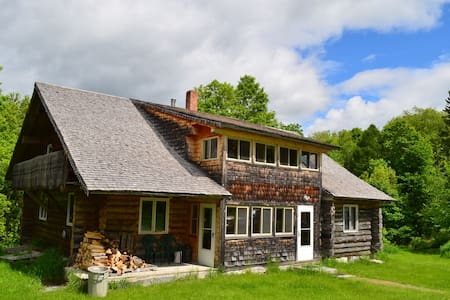 Log House with Views of Spruce Mtn