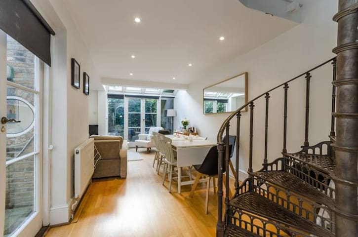 2 bed garden apartment, close to underground/metro - Londres - Apartamento