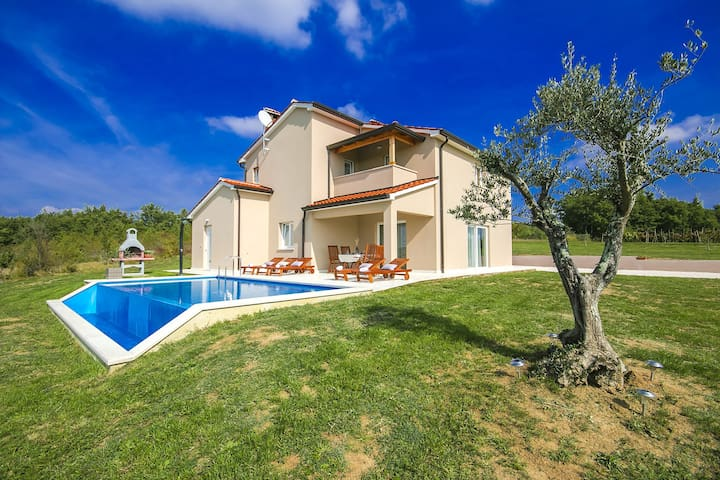 Modern Villa Vale with Pool and wonderful view - Karojba