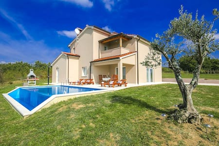 Modern Villa Vale with Pool and wonderful view - Karojba - Vila