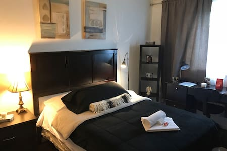 Modern Private Room - Brossard