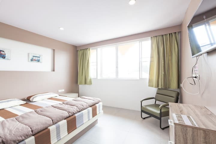 In PHUKET House: Superior Room with King Bed