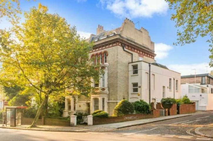 Terraced house in the heart of Hampstead Heath